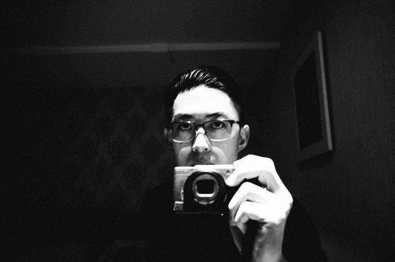 memotret diri sendiri tetapi bukan selfie 4