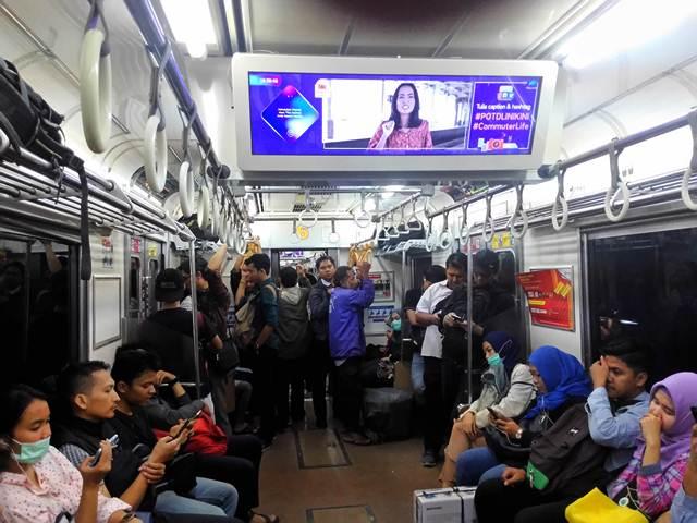 Photo of The Day - Ajang Lomba Foto Mingguan di Commuter Line Yang Bikin Bete Seorang Pemakai DSLR