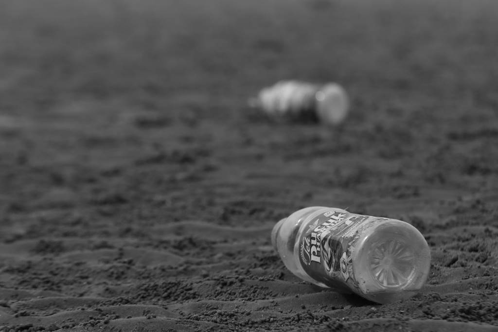 sampah plastik di taman pantai kalrtini rembang A
